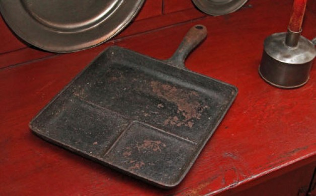 Wagner cast iron breakfast griddle
