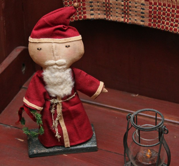 Wee Santa on stand –red