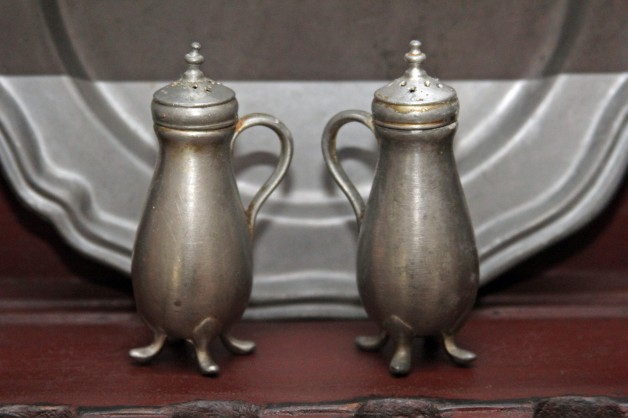 Pewter salt & pepper set w/legs