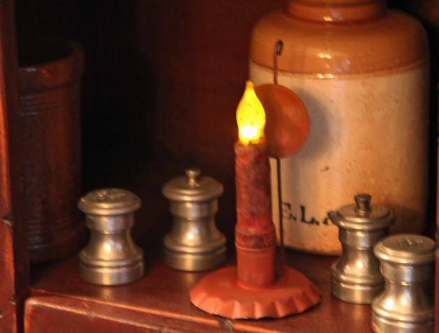 Red tin small candleholder with reflector