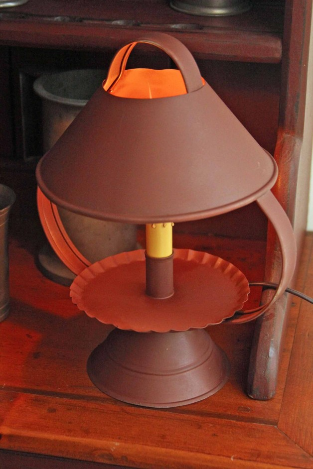 Bristol lamp in red tin