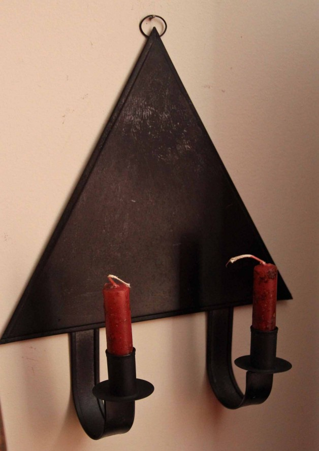 Tin triangle sconce in black