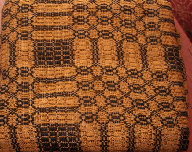 Shaker cross coverlet  black/mustard