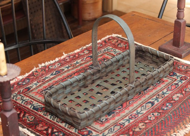 Farm table basket blue