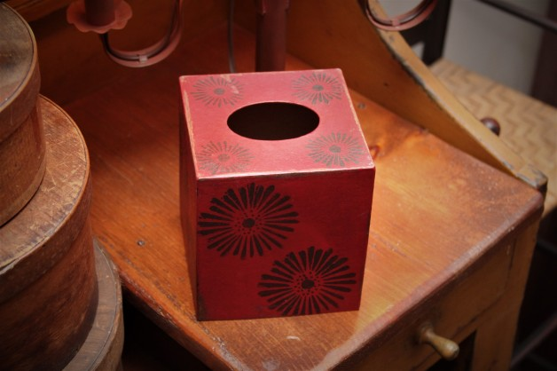 Tissue box  red/black
